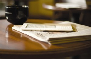 amazon-kindle-2-newspaper-table