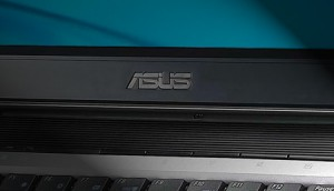 asus-logo-on-machine-rm-eng
