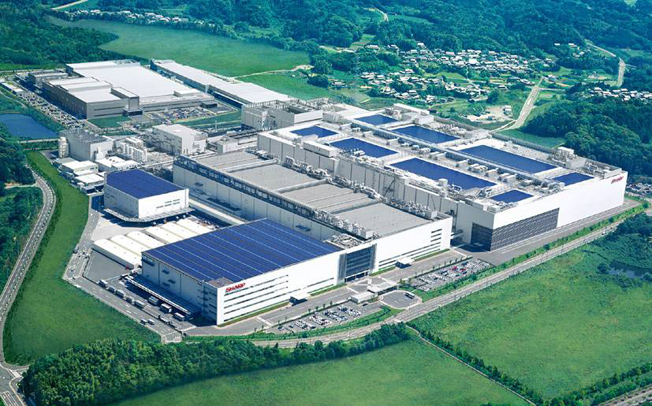 sharp-lcd-fabrika