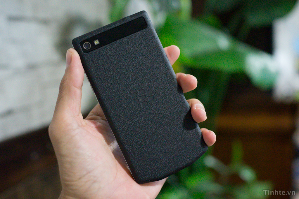 blackberry-10-porsche-design-030813-5