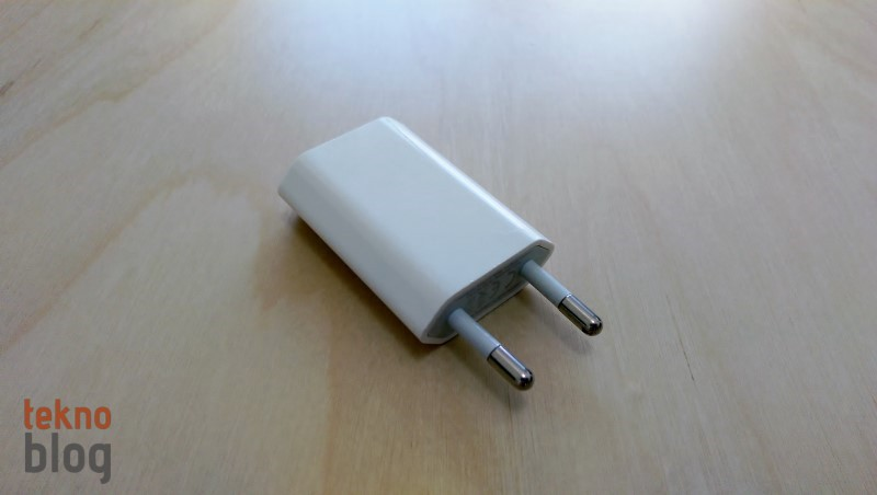 iphone-usb-adaptor-130614 (800 x 452)