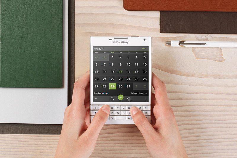 blackberry-passport-240914