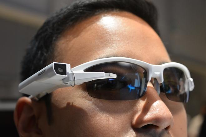 sony-smarteyeglass-attach-070115