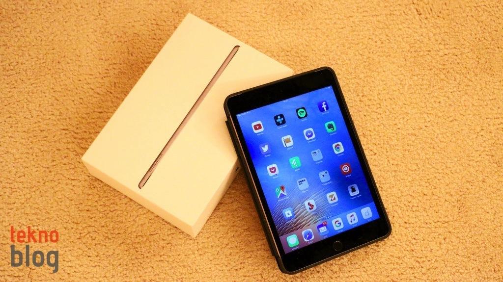 Video: iPad mini 4 Kutusundan Çıkıyor