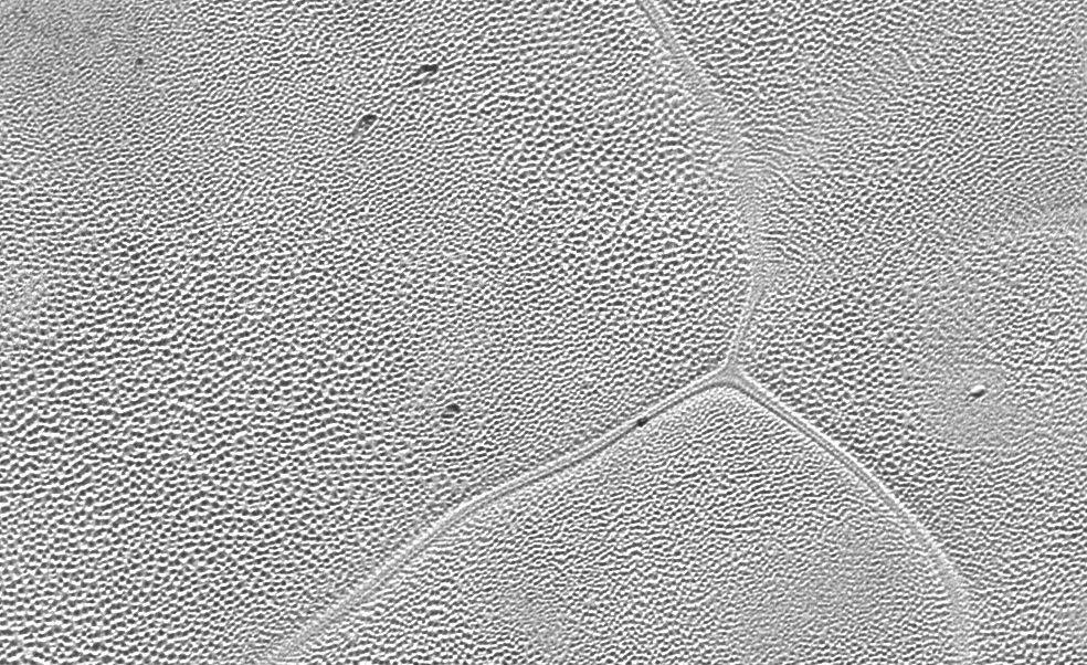 Plüton'un yüzeyindeki sayısız çukurun katıdan gaza süblimleşen nitrojenden kaynaklandığı düşünülüyor