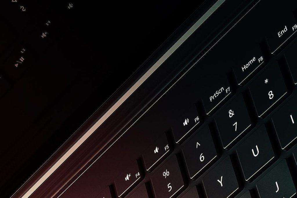microsoft surface masaustu klavyesi