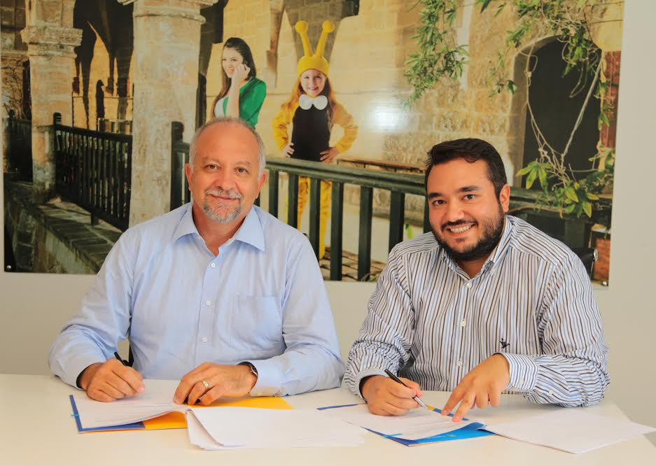 Soldan sağa: Kuzey Kıbrıs Turkcell Genel Müdürü İsmet Yazıcı, PlusClouds Cloud Computing Services CEO?su Harun Barış Bulut