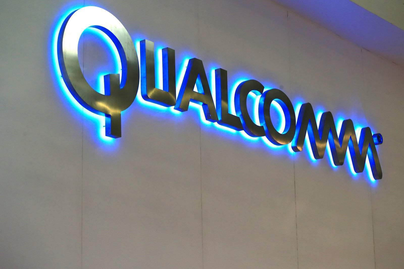 qualcomm ultrasonik parmak izi
