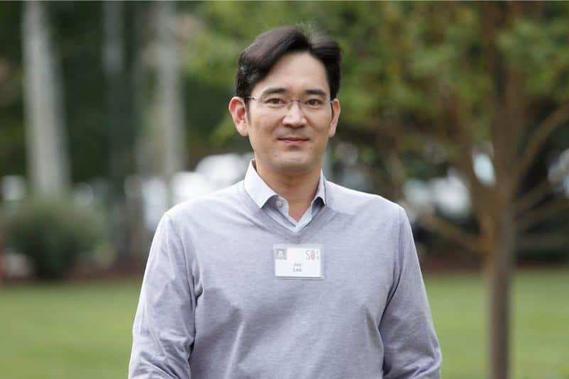 Samsung veliahtı şimdilik tutuklanmaktan kurtuldu