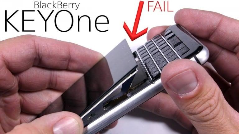 Video: BlackBerry KeyOne bükülme testinde nasıl bir performans sergiliyor?