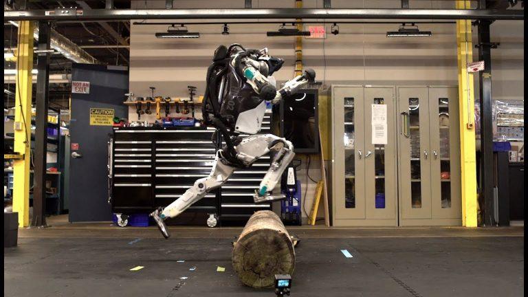 Boston Dynamics'in robotu bu sefer engelli parkurda koşuyor – Video