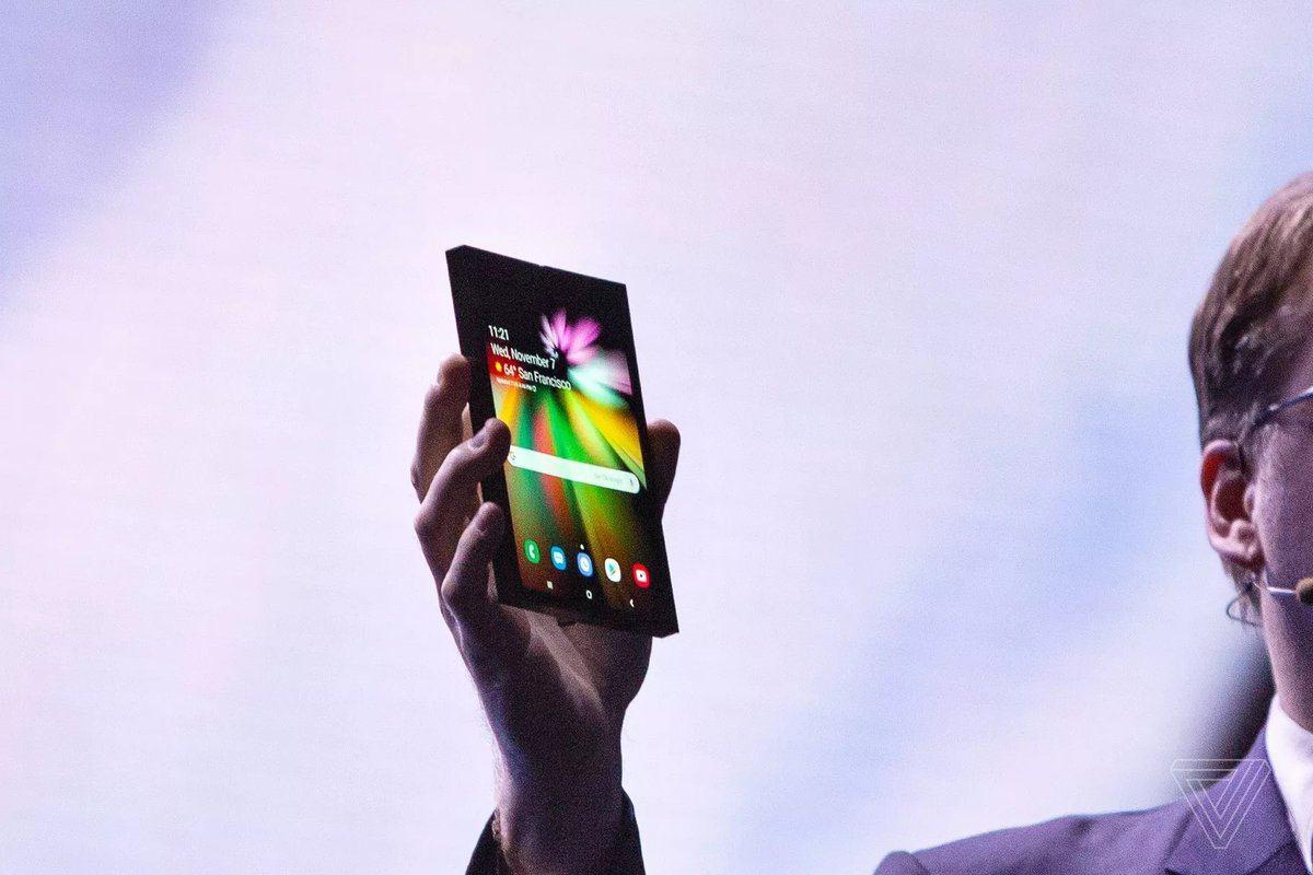 samsung katlanabilir ekranlı telefon