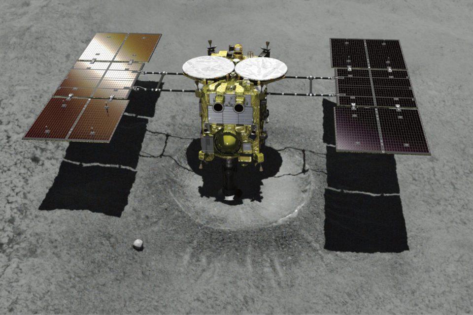 Japonya'nın uzay aracı örnek toplamak için asteroite iniş yaptı