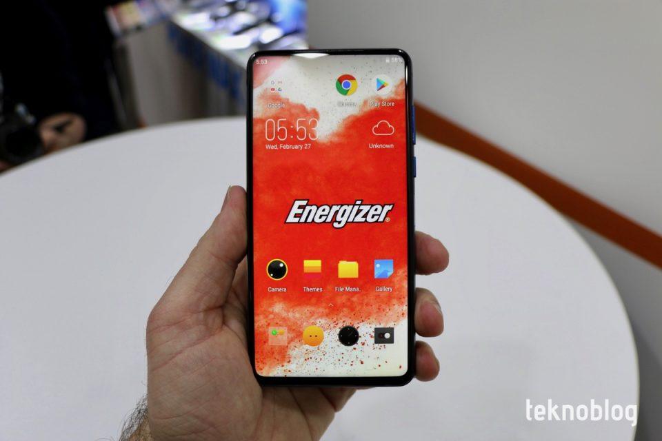 18000 mAh pilli Android telefon: Energizer Power Max P18K Pop Ön İnceleme - Video