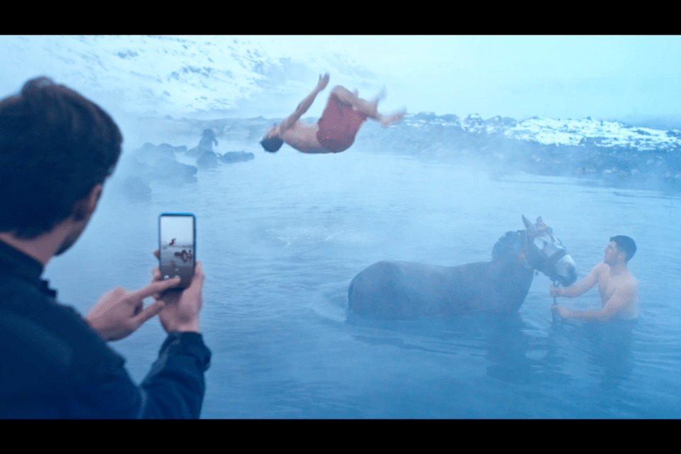 Huawei P smart 2019 reklam filmi kamera arkası görüntülerini izleyin - Video