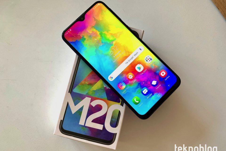 Video: Samsung Galaxy M20 Kutusundan Çıkıyor