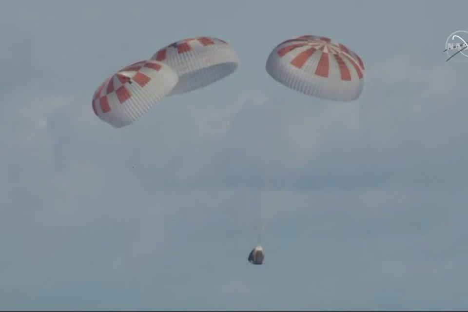 SpaceX'in Crew Dragon uzay aracı yeryüzüne başarıyla döndü