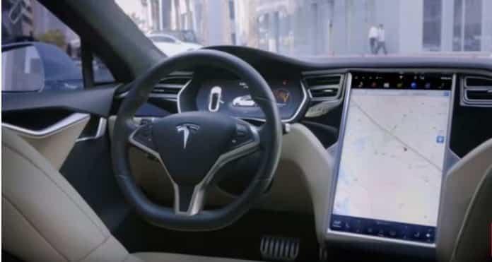Tesla sürücüsüz taksilerini 2020'de yola çıkarmayı istiyor