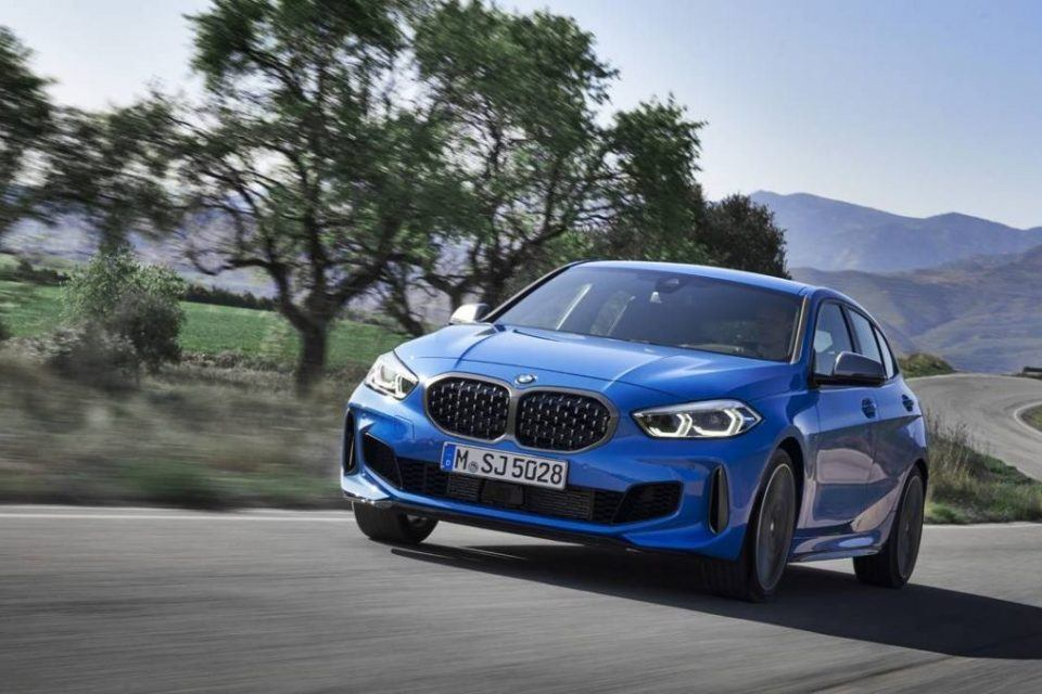 Yeni BMW 1 Serisi yenilenen önden çekişli motor teknolojisiyle geliyor