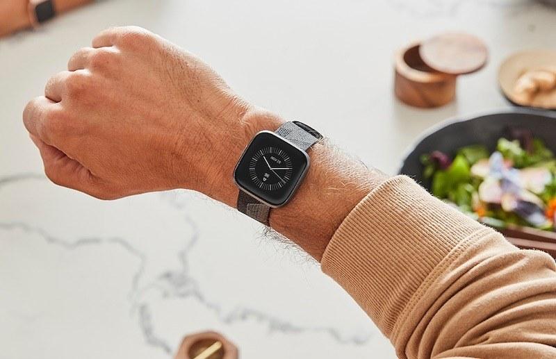 Fitbit Versa 2 OLED ekran ve Alexa desteğiyle geliyor