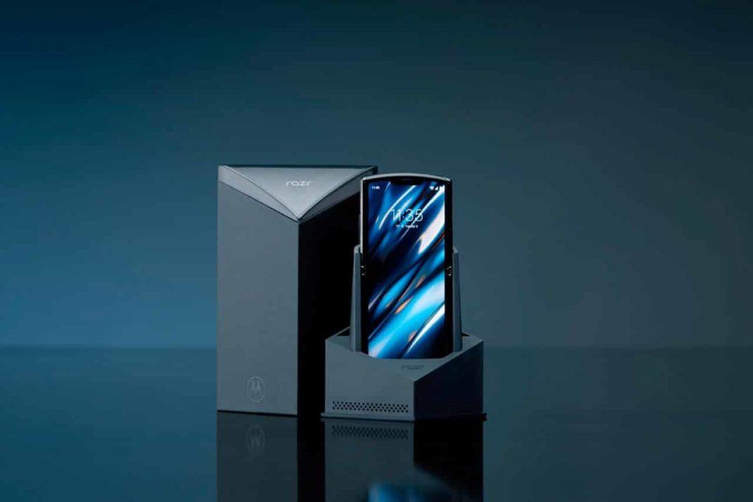 Motorola RAZR tanıtıldı: Klasik tasarım, katlanabilir ekran