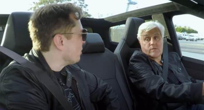 Elon Musk ve Jay Leno Cybertruck ile The Boring Company tünelinden geçti