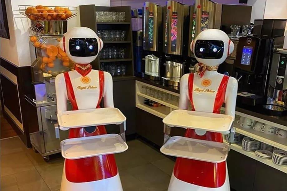 robot garson sosyal mesafe