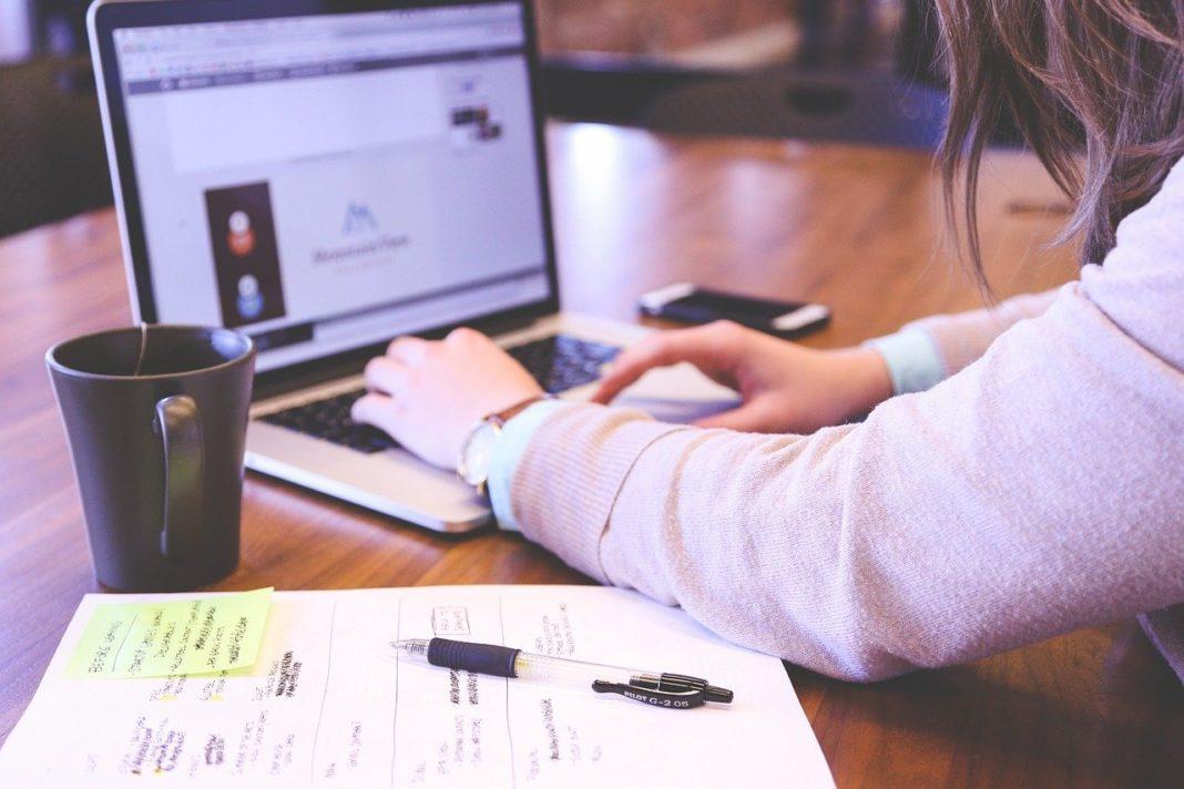 Uzaktan eğitim için indirimli dizüstü, masaüstü bilgisayar ve tablet fırsatları