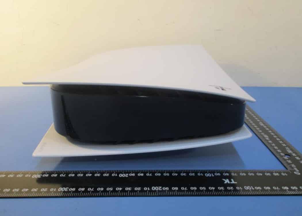 PS5 fotoğrafları Sony'nin yeni konsolunun ne kadar büyük olduğunu gösteriyor